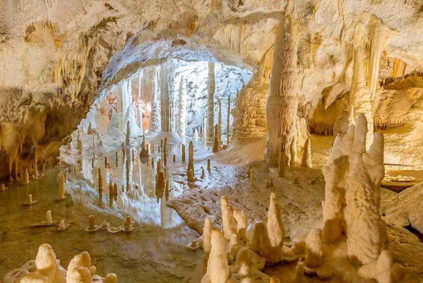 grotte di frasassi paesi vicino sirolo